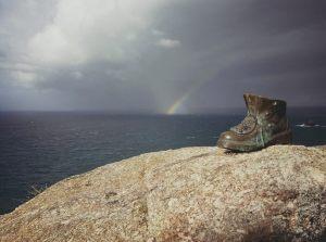 bota-de-hierro-peregrino-arcoiris